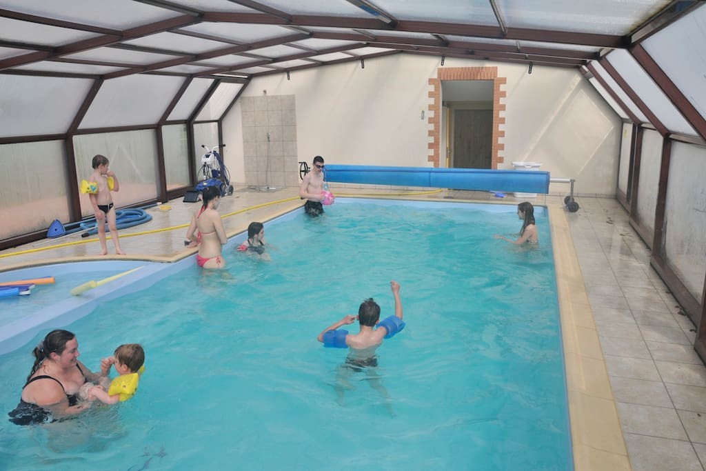 La piscine est chauffée d'avril à fin novembre. Elle comporte un babypool.