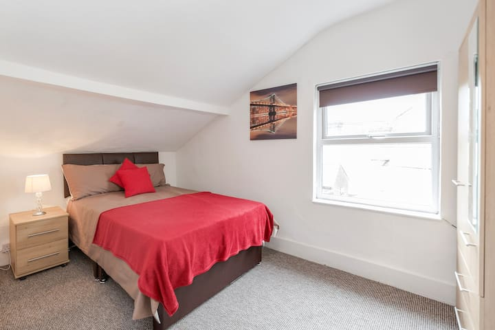 Large Double Room Clarendon Road