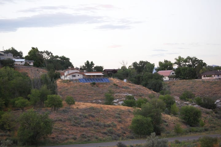 Secluded 5 Bedroom, 4 Bath House with Scenic Views