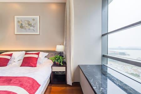 (金鸡湖畔摩天轮旁,近诚品)玺悦天地行政酒店公寓至尊湖景两室套房 - Suzhou Shi - Flat