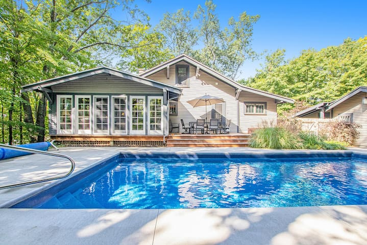 Quiet Home on the Hill w/ Private Pool & Hot Tub - Hilltop Hideaway