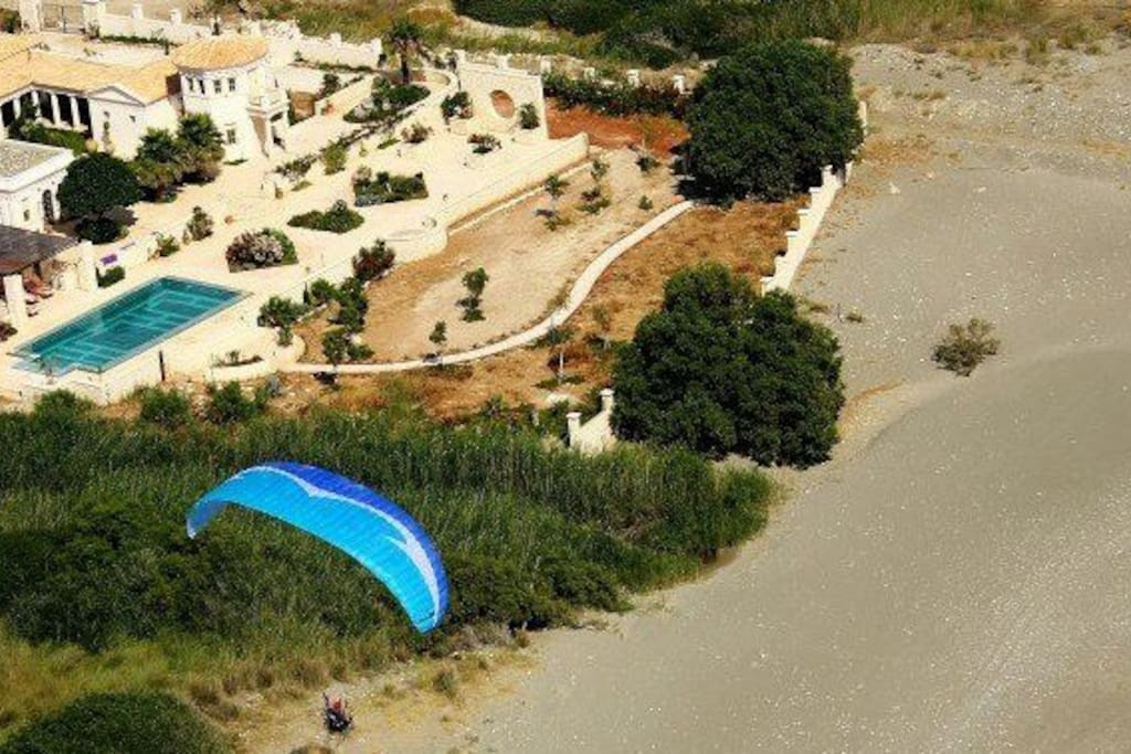 Aerial picture of the estate with direct access to the bech