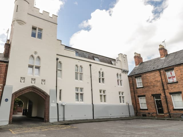 9 ALBION MEWS, romantic in Chester, Ref 962231