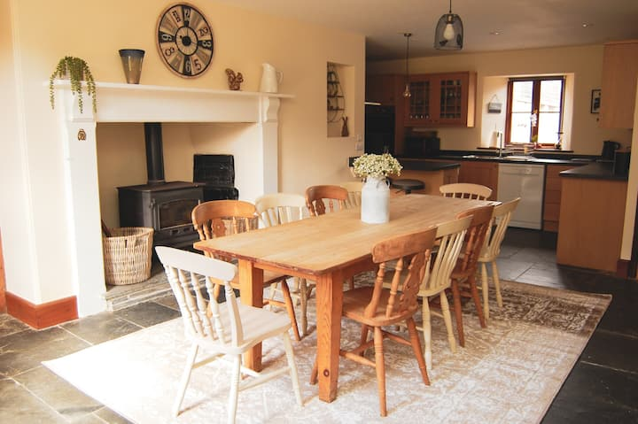 Large Farmhouse on Dartmoor - Great for families