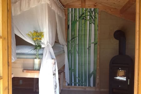Charming tiny house in the garden near the lake - Skur