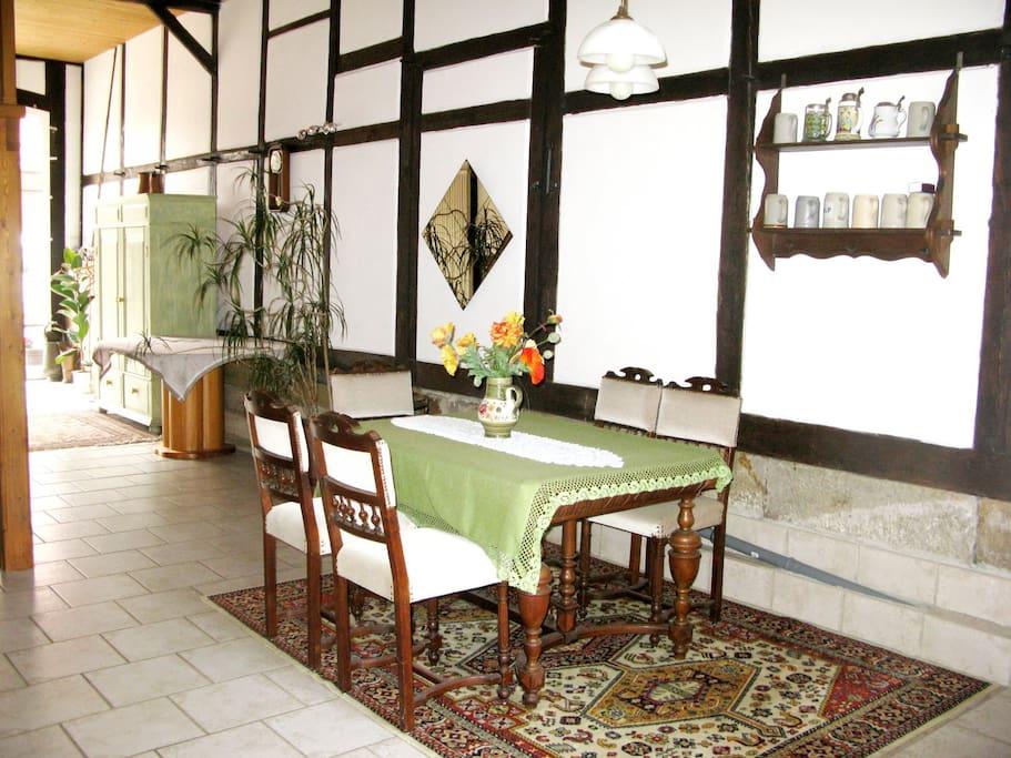 Erdgeschossbereich mit dem Zugang zur Terrasse und zur Küche