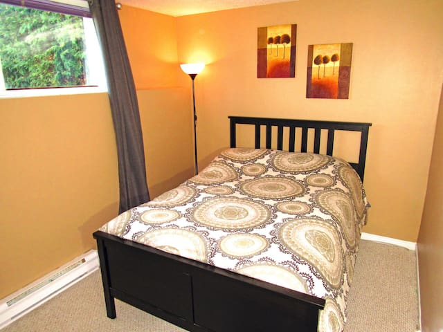 1 Bed room, 10 minutes to Ottawa, Perfect for All - Gatineau - House