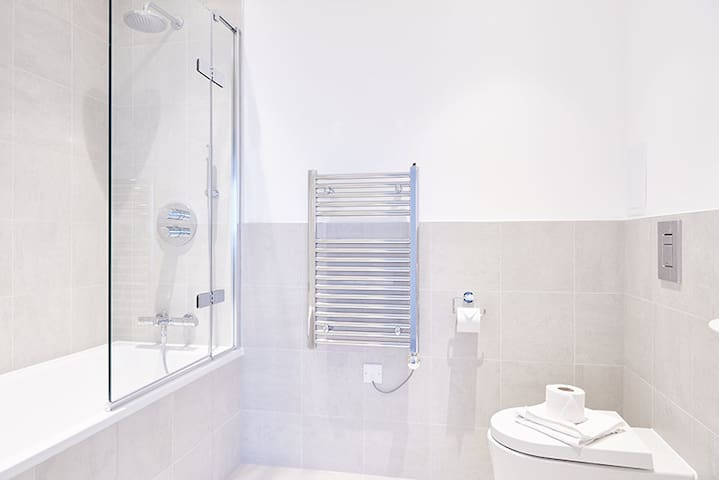 One bed apartment-15 minutes to central London