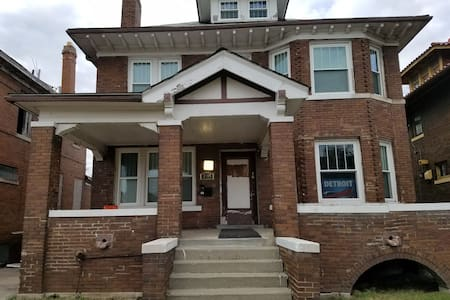 West Grand Blvd Cyber Village - Detroit - Bed & Breakfast