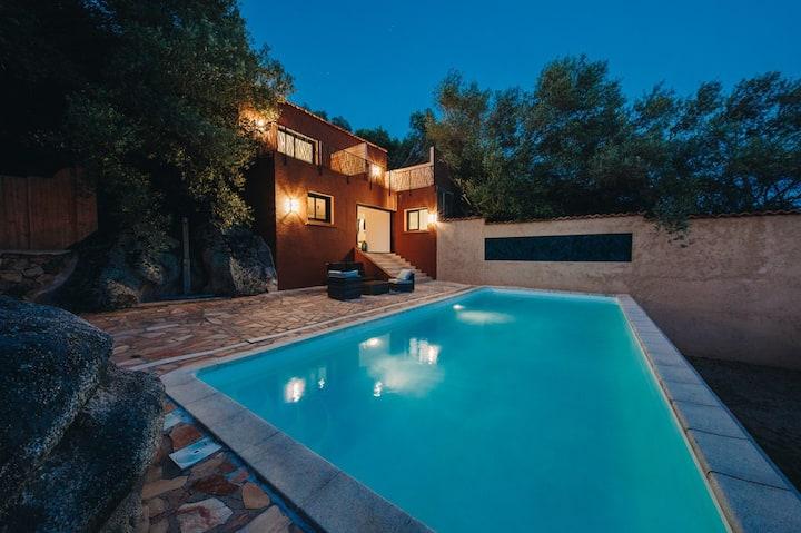 Elégante villa avec piscine chauffée et vue mer