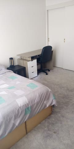 "Private room ""ensuite"" /room in North Tamworth"