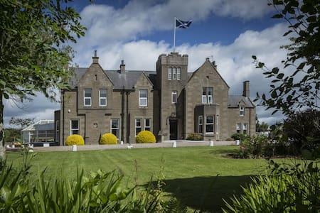 Carlogie House