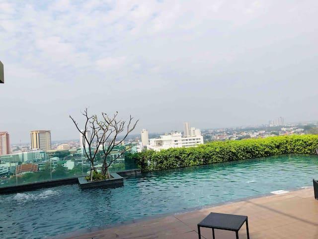 New room City center luxury swimming pool condo
