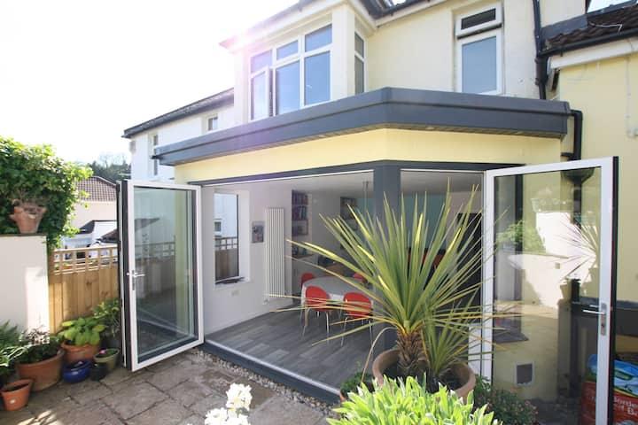 Spacious & airy family home near Gloucester Rd