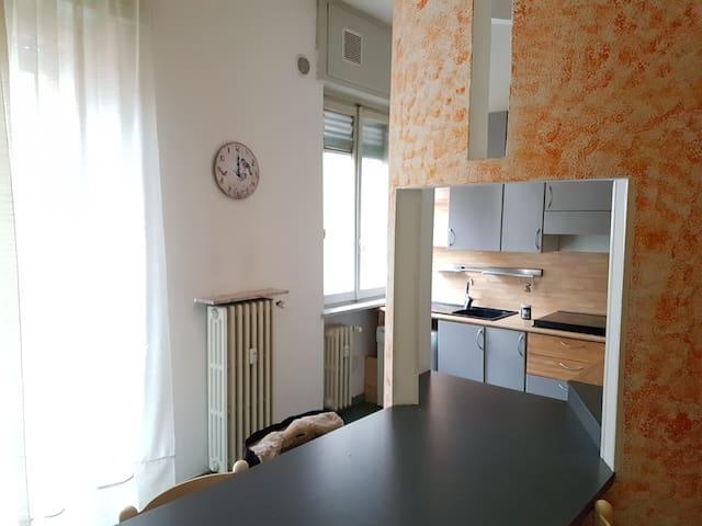 Accogliente bilocale in centro - Valenza - Appartement