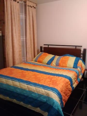 Lugar tranquilo seguro relativ cerca al aeropuerto - Mosquera - Apartment