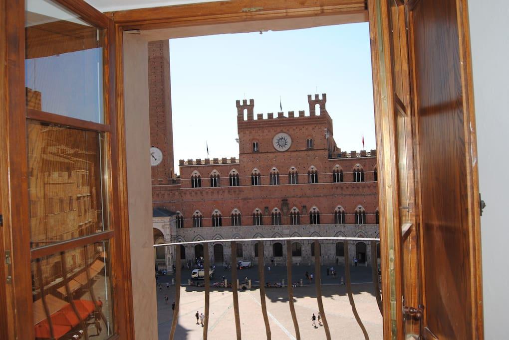 La vista da un balconcino
