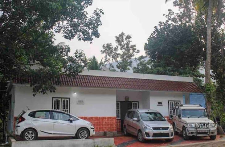 Anakulam Cottage ( Close to Elephant View Point)