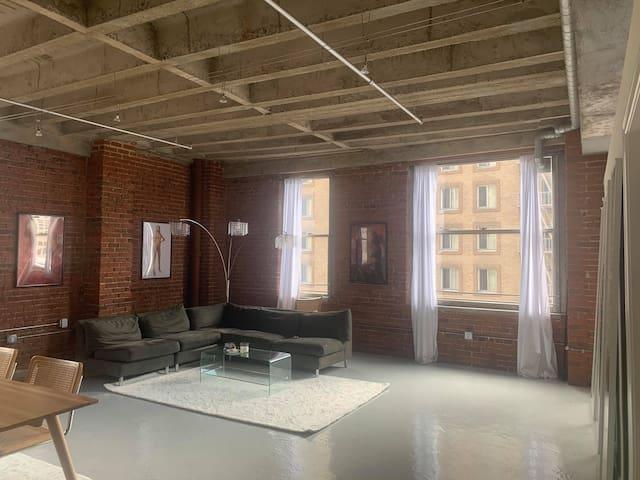 Modern Clean 2 bed 2 bath warehouse apartment DTLA