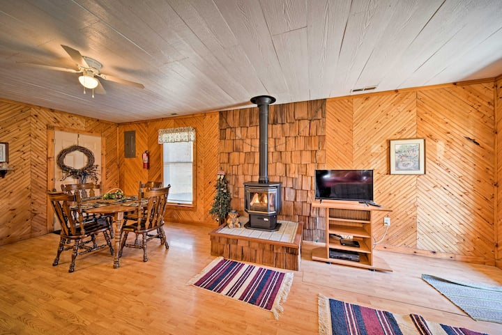 Cozy Spragueville Studio Cabin by Maquoketa River