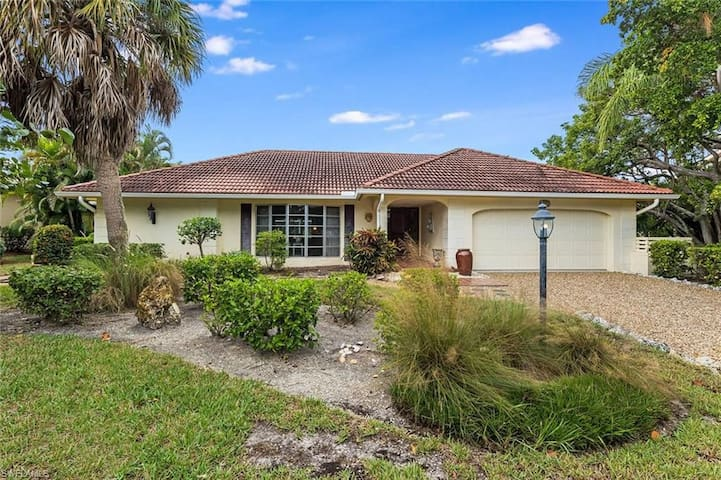 Ground level home with pool in Beachview walking distance to the beach!