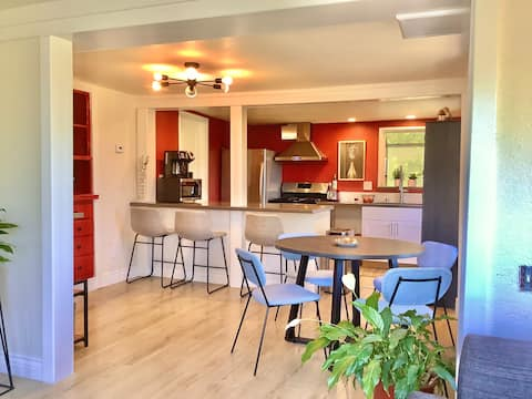 Sunny private one-bedroom unit in San Anselmo
