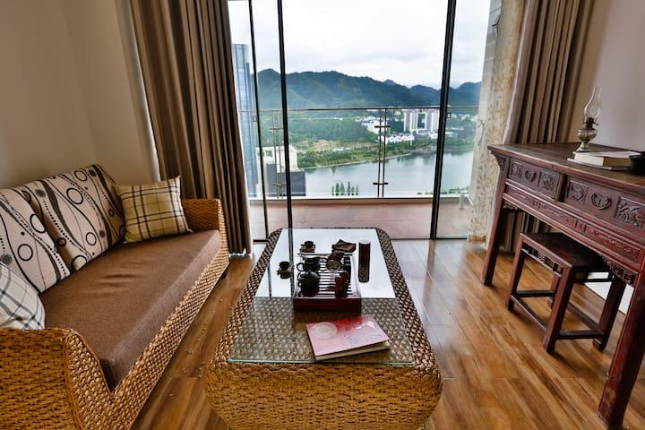 酒店式公寓,坐在26楼看山看水,适宜家庭出游,更合适人生独处。
