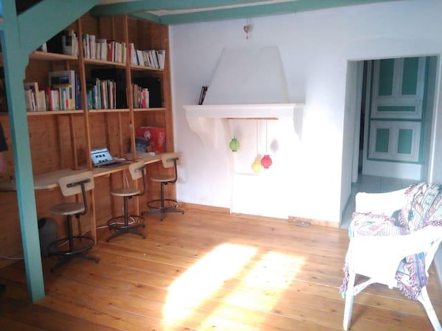 Maison de campagne au calme dans le Jura - Montcusel - Hus