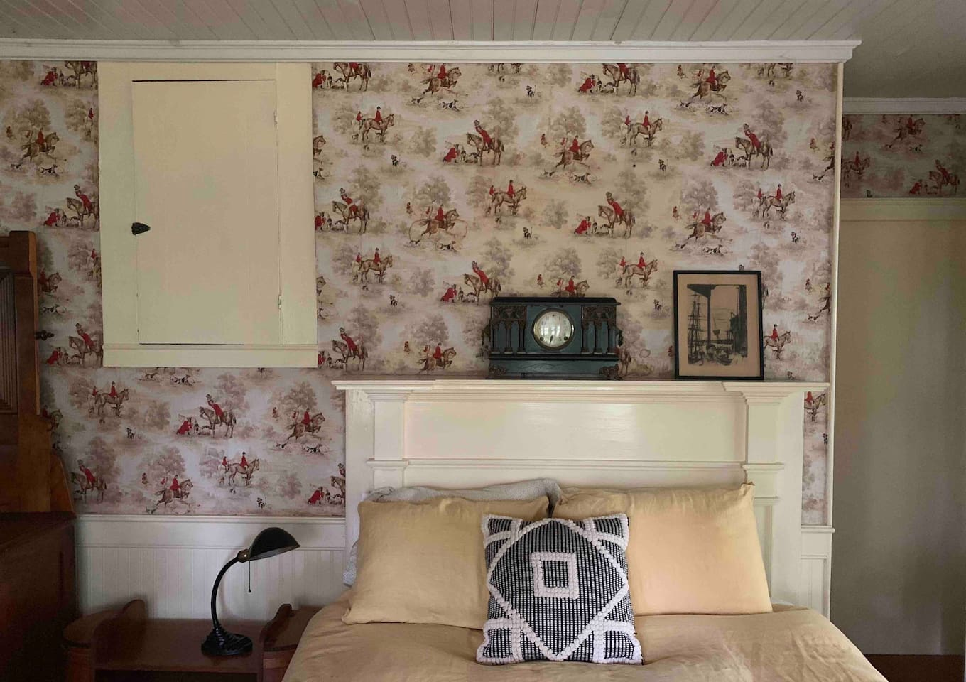 The Equestrian Suite at The Bull & Garland