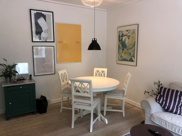 Nice spacious flat, near metro, 10m. from centrum