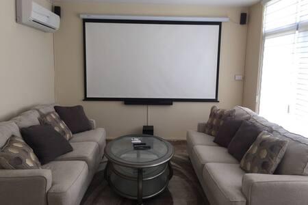 Casa súper moderna y totalmente nueva y cómoda!!!