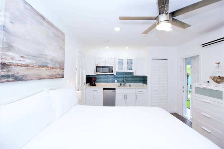 1637B FLL Studio- 1.5 mi to Beach & Las Olas Blvd