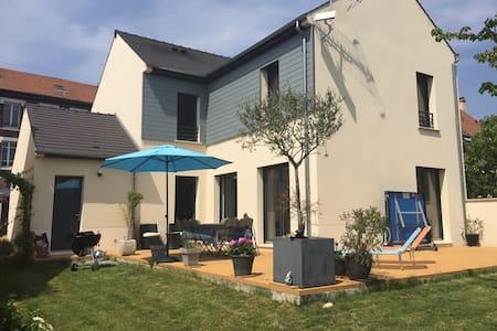Belle maison, grand jardin à 15 min de Paris - Deuil-la-Barre - Huis