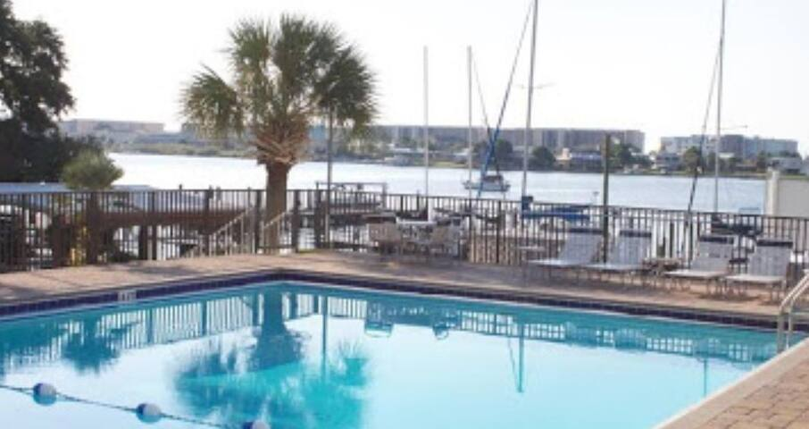 Marina view, minutes from beach,  outdoor pool!