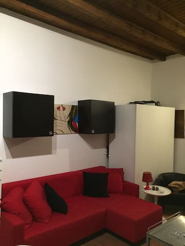 Fully Renovated Loft - Lambrate Holiday Apartment - Milano - Hus