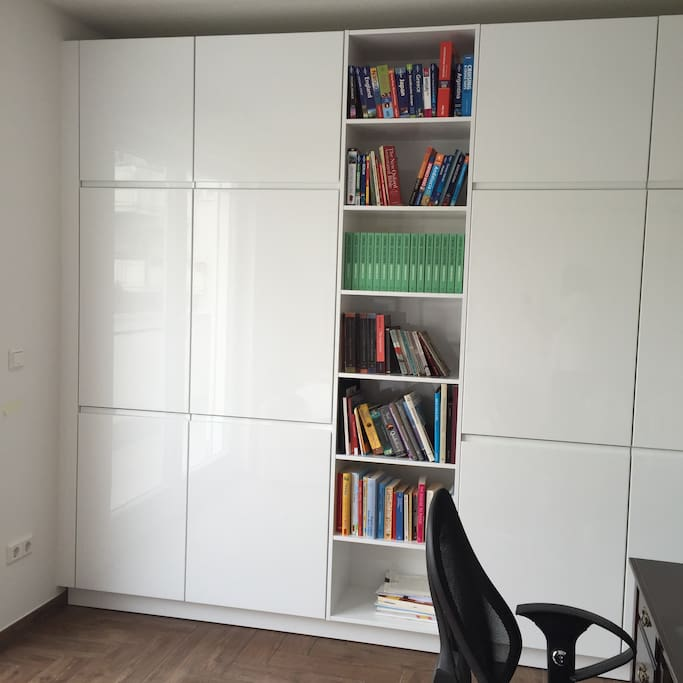 Fully equipped office (printer, copying, scan, etc.) with french doors and access to terrace.