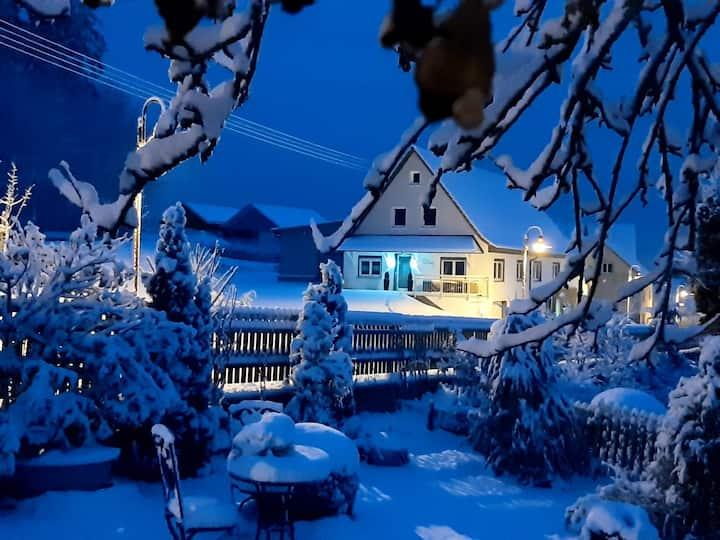 Ferienwohnung Alter Berg, (Böttingen), Ferienwohnung Alter Berg mit Garten, 55qm, 1 Schlafzimmer, max. 4 Personen