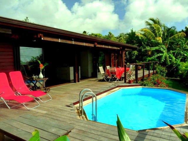 Villa d'architecte en bois - piscine - vue mer - La Trinité - Huis