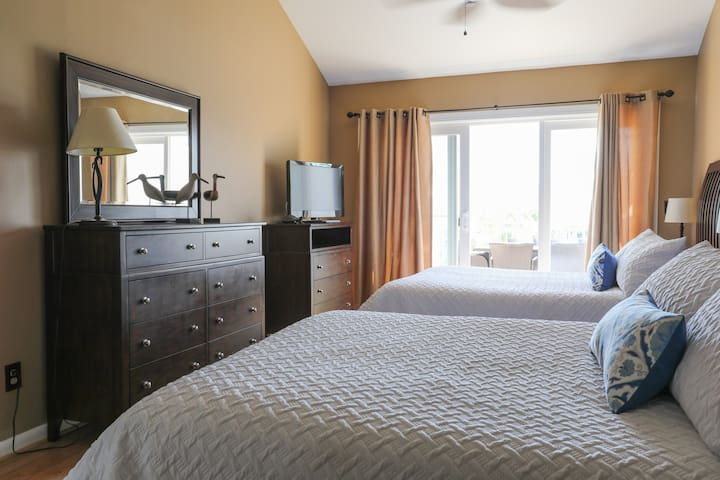 Guest bedroom with two queen size beds
