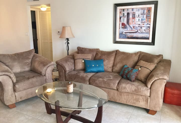 1 Bed 1 Bath Condo Quiet and well kept