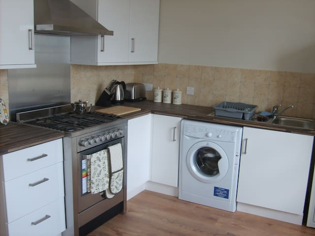 Spacious upstairs flat in town centre