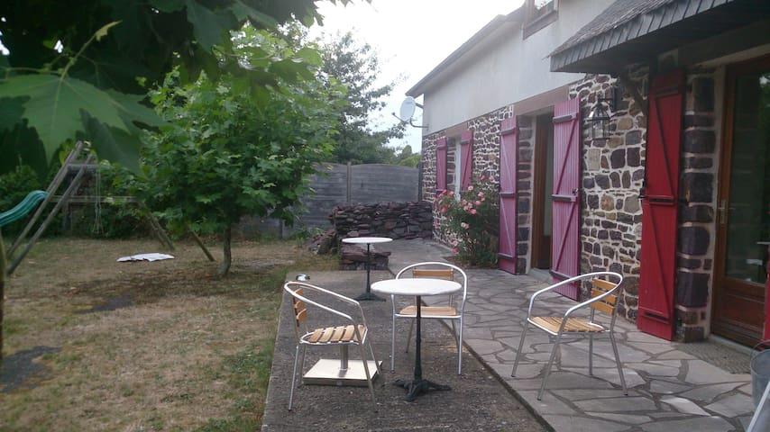 Chez Stéphane et Chantal: une chambre au calme - Montfort-sur-Meu