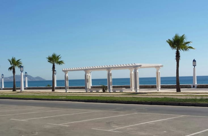 Appartements Bahia Smir Acces direct Plage 70m
