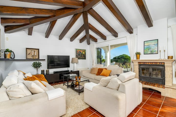 Stunning Urb Doña Pilar villa with private pool