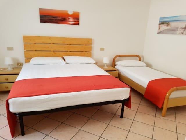 2à Camera matrimoniale con letto singolo