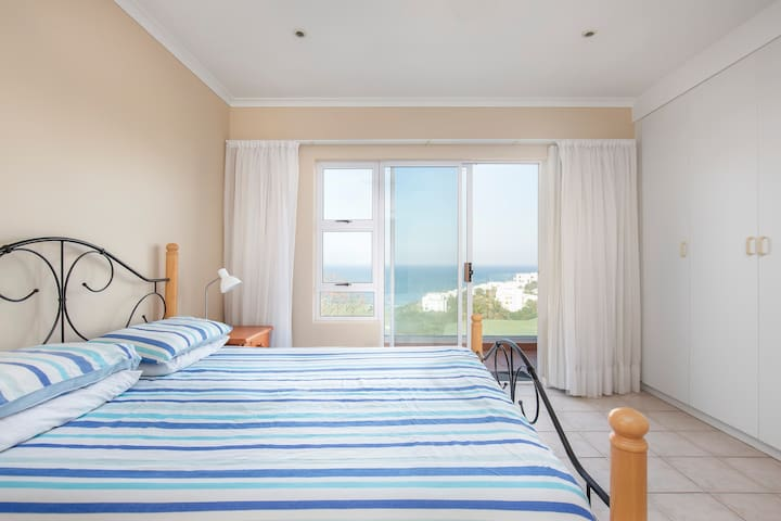 4 Bedroom Apartment with Beautiful Sea View