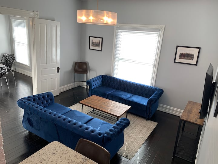 4br/3ba Home, Walk to Chevy Chase, UK and Downtown