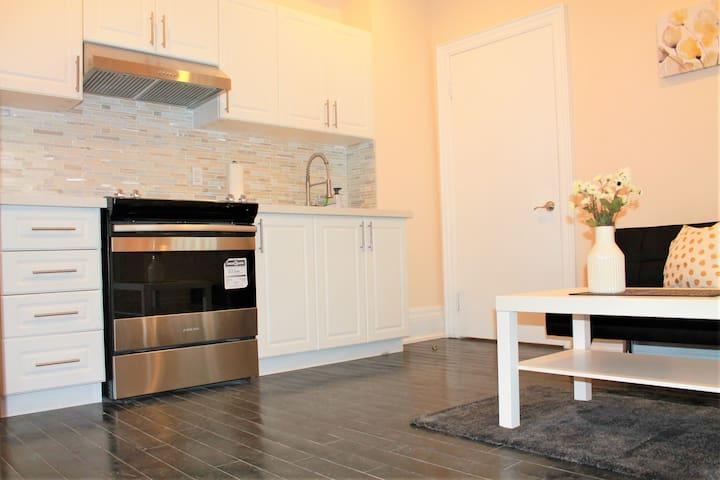 Modern & Elegant Apartment *WALK TO EVERYTHING*