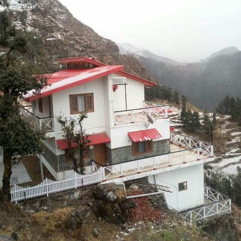VEENU'S COT( whole  cottage/home) - mussoorie - Talo