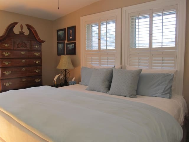 King sized bed, great mattress, quality cotton linens, down pillows and comforter